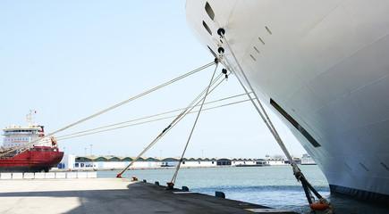Detalle de amarre de un buque en el puerto de La Goulette, Túnez