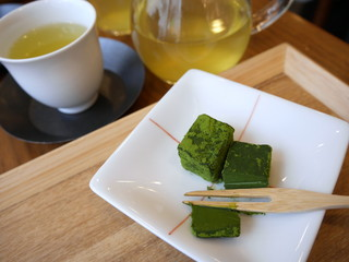 日本茶とお茶菓子 抹茶の生チョコ