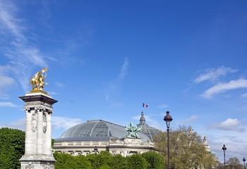 Pont Alexandre III, renommée de la guerre et Grand Palais
