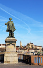 Statue de Paul Bert à Auxerre