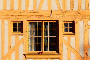 Fenêtre sur colombage
