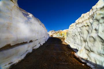 dağ yolları ve kar kalınlığı