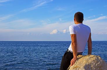 Young man looking at ocean