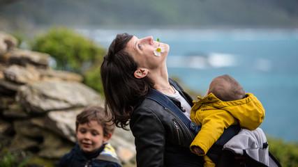 Mère et ses enfants à Nonza
