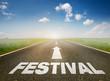 """Straße mit """"Festival"""""""