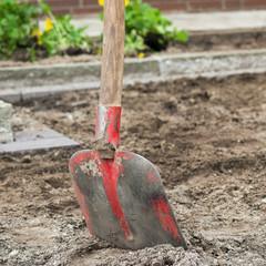 Gartenarbeit - Erdarbeiten mit der Schaufel
