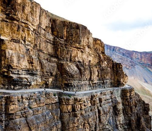 serpentine-road