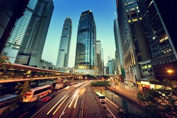 ruch w Hong Kongu na zachód słońca