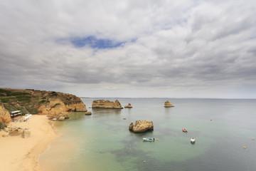 Praia do Algarve destino de férias de Verão