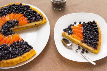 Blueberry and apricots Tart with fresh fruits