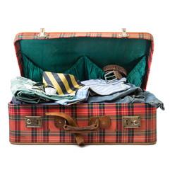 valigia piena di vestiti