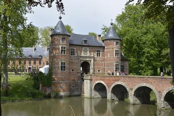 Le châtelet et le château de Grand Bigard