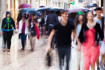 Einkaufen bei Regenwetter
