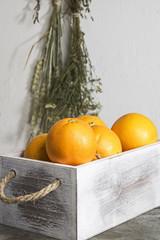 Orangen in einer Kiste