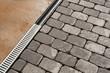 Pflasterarbeiten und neues Entwässerungssystem - Drainagerinne - 64833370
