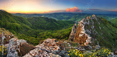 Staande foto Heuvel Slovakia mountain at spring - Vrsatec