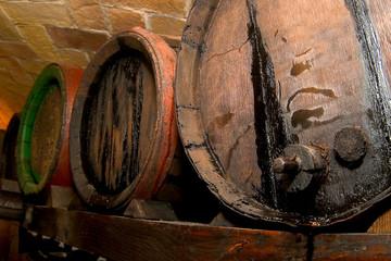 botti in legno per produzione invecchiamento aceto balsamico
