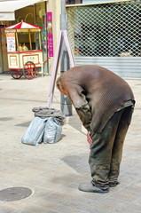 pauvreté-homme fatigué