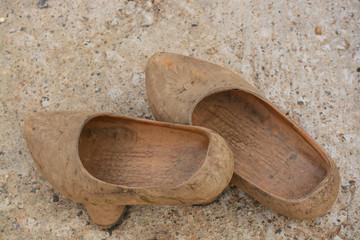 madreñas , calzado artesanal de  madera