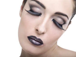 make-up con sfumature nere e brillantini