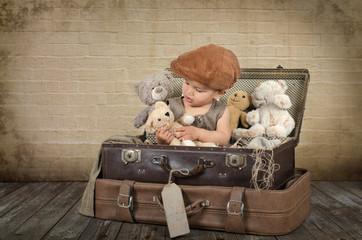 Kind mit vielen Teddys