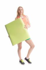 Sportliches Mädchen hält Plakat