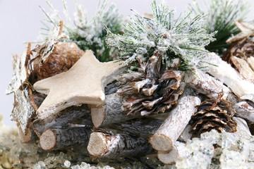 gesteck für weihnacht mit stern und  reisig, weiss