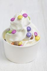 Frozen Yogurt mit Schokolinsen