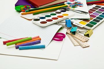 краски,линейка, мелки все для творчества