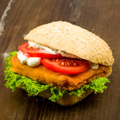 fish bun with tomato salad and remoulade