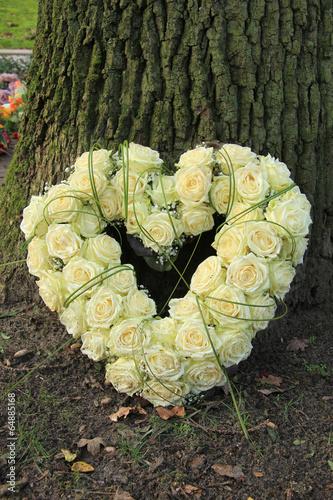 Papiers peints Roses Heart shaped sympathy flowers