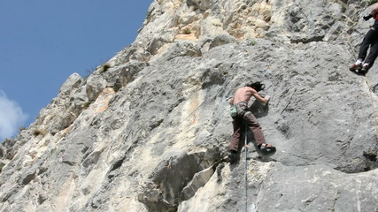 Romanian climber Imre Sedevi climbs dificult route