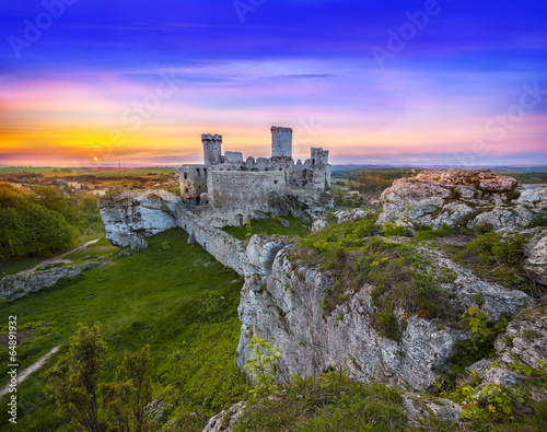 Beautiful sunset over old castle. - 64891932