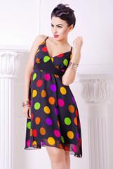 платье в цветной горошек