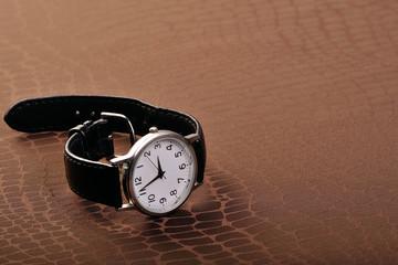 古びたアナログの腕時計