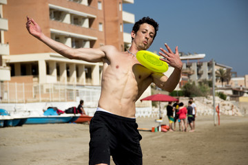frisbee freestyler guy on the beach