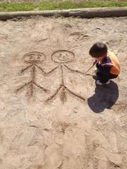 kum üzerine çizim ile sevgiyi anlatmak