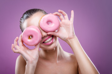 Beautiful woman with donuts, his two eyes are pink  donut