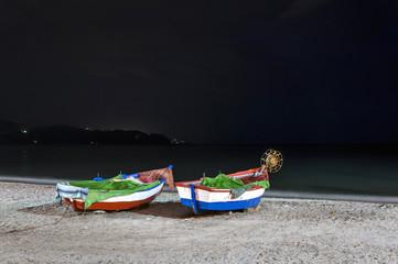 Barcas en playa de Calahonda, Nerja