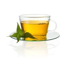 Tee tasse mit brennessel blatt