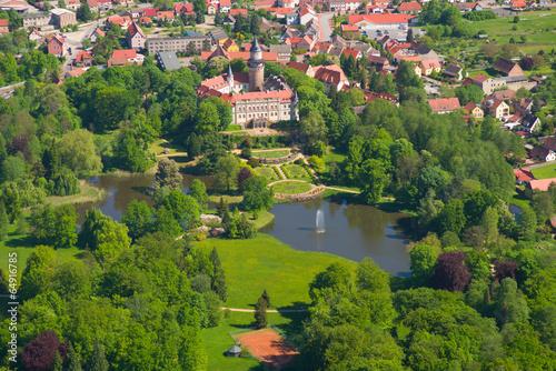Leinwandbild Motiv Schloss Wiesenburg - Vogelperspektive