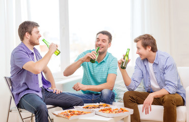 smiling friends with beer and pizza hanging out