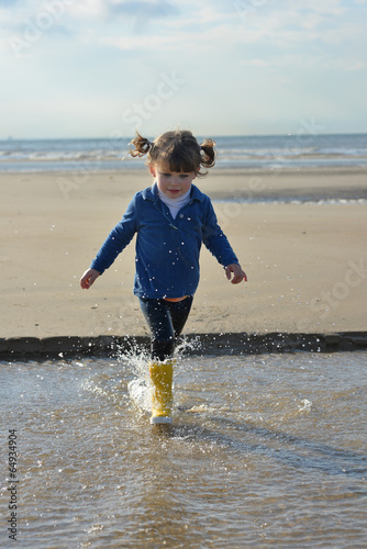 Poster enfant sur la plage
