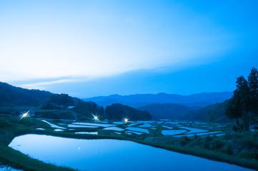 夜明け前の棚田