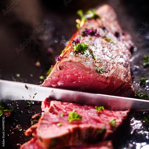Deurstickers Klaar gerecht Carving a portion of rare roast beef