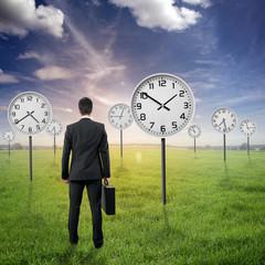 """Landschaft mit Businessman und Uhren """"Konzept Zeit"""""""