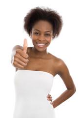 Farbige: Frau mit dunkler Haufarbe isoliert und Daumen hoch