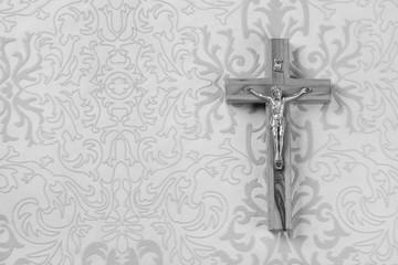 Trauerkarte mit Jesus Christus ans Kreuz genagelt.