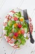 Frischer Sommersalat mit Himbeeren