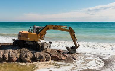 Retroexcavadora Trabajando Junto Al Mar